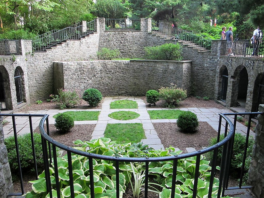Castles you need to see in america topozone for Garden design hobart
